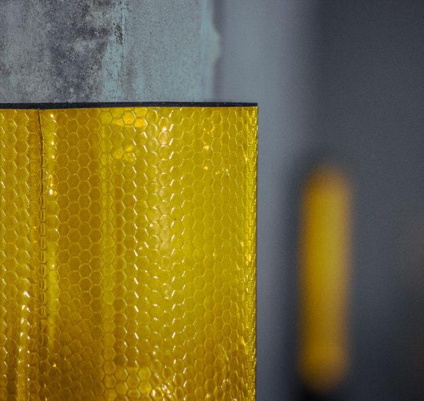 neoland-esquinero-cinta-reflectiva-caucho-reciclado-llanta-portafolio-producto-parqueadero-vial-empresa-bogota-colombia-foto