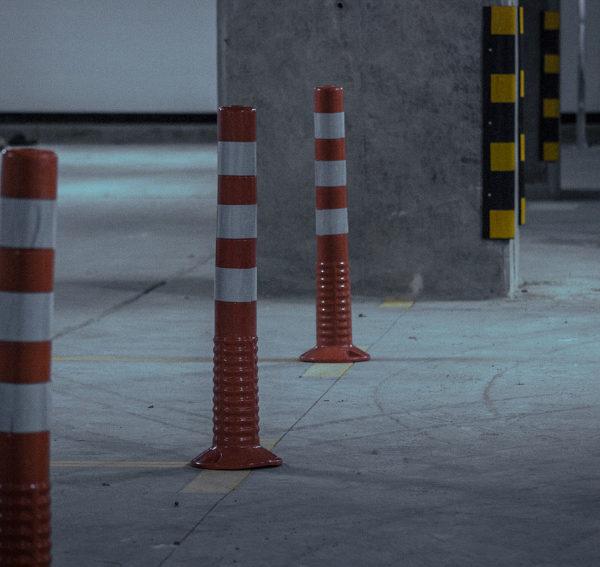 neoland-hitos-viales-esquineros-esquinero-cinta-reflectiva-caucho-reciclado-llanta-portafolio-producto-parqueadero-vial-empresa-bogota-colombia-fotos